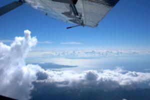 vue d'avion de saut en parachute à cannes