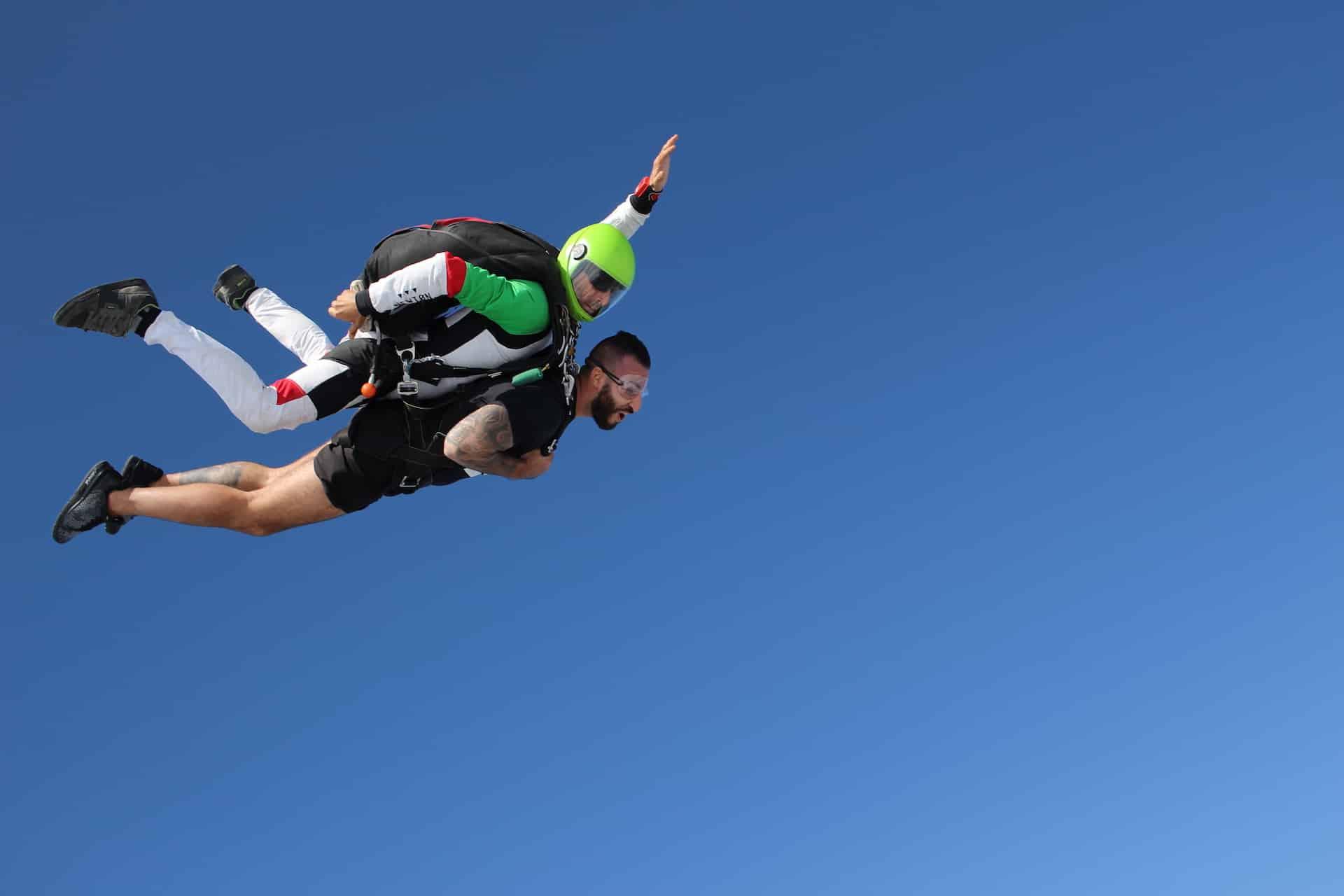 Saut en parachute pour un EVG