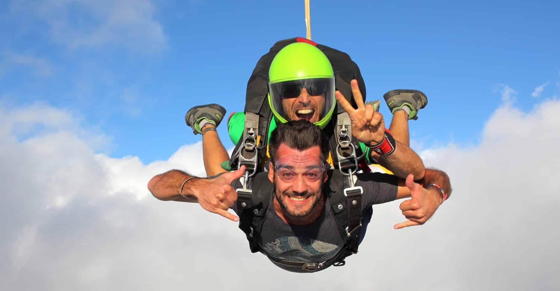 Saut en parachute pour un Enterrement de Vie de Garçon en tandem