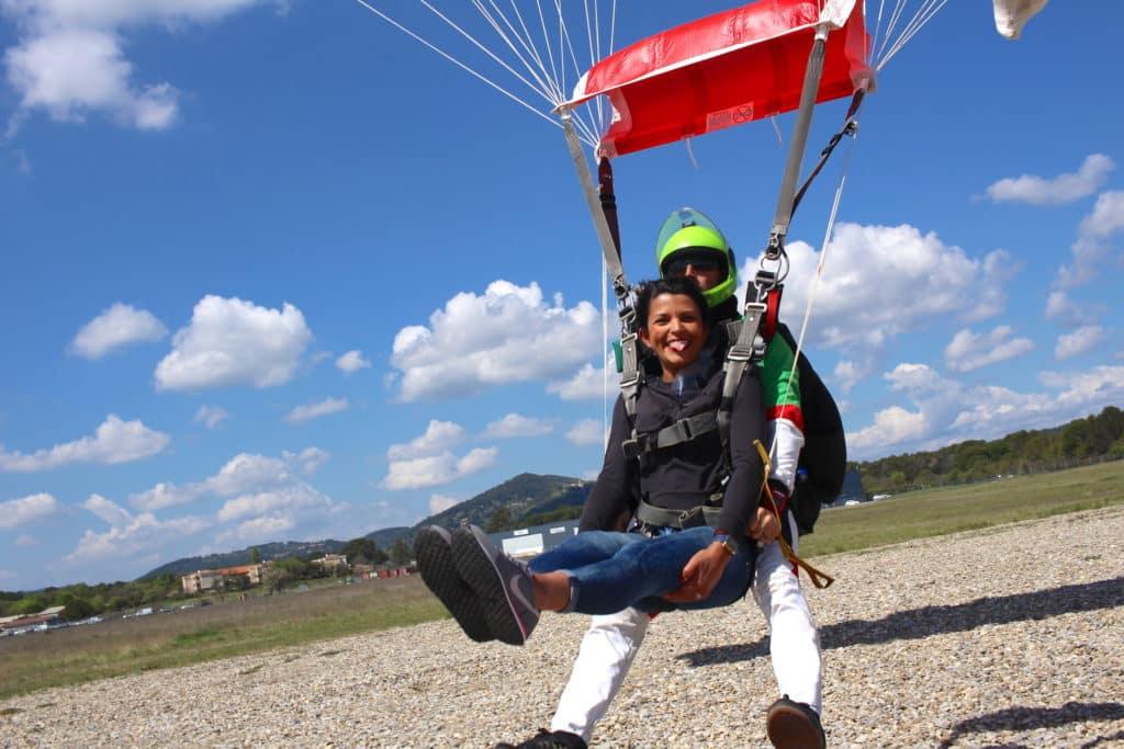 Saut en parachute et mariage Newton Parachutisme