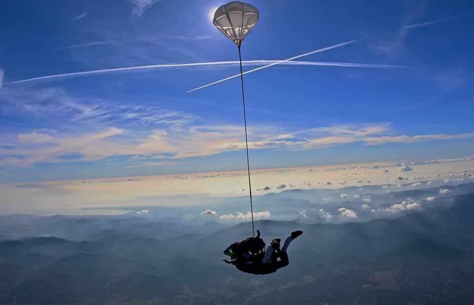 saut en parachute dans le var Newton Parachutisme